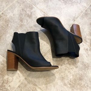 Crown Vintage open toe stacked heel ankle booties